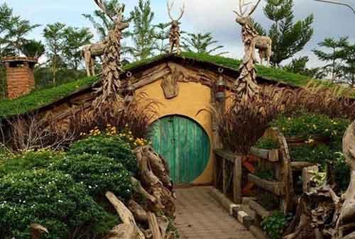 Farmhouse Bandung: Rumah Hobbit - AkuTravel. Sumber: Finansialku