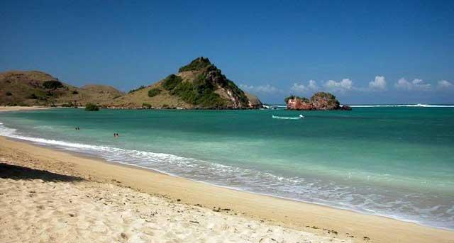 Pantai Kuta Lombok - AkuTravel. Sumber: Lombok Indonesia