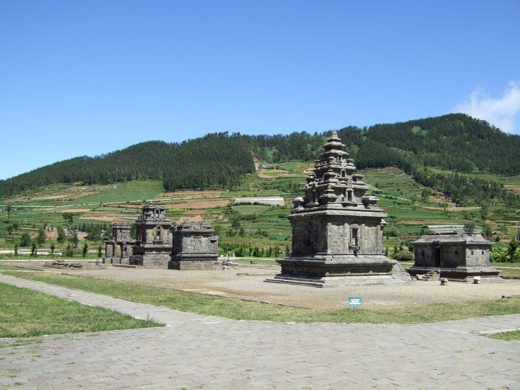 Wisata Dieng: Candi Dieng - AkuTravel. Sumber: Wikimedia