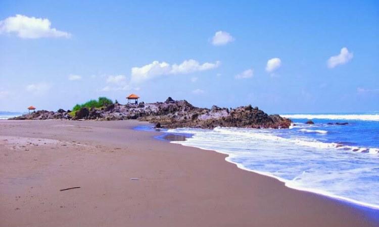 Wisata Garut: Pantai Karang Paranje - AkuTravel. Sumber: Java Travel